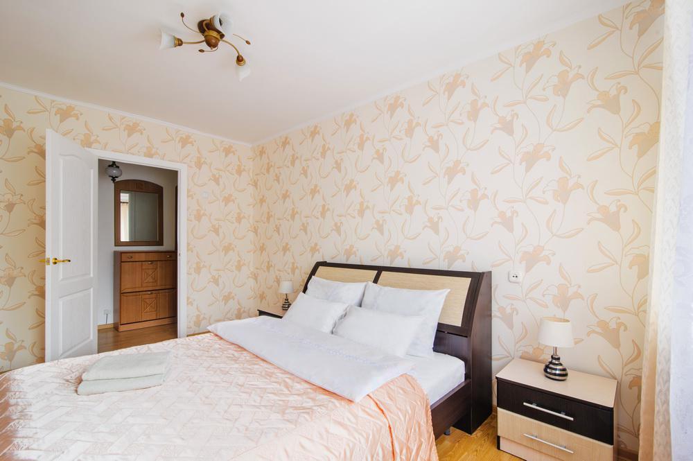 Спальная комната 2 комнатной квартиры в доме на бульваре Мулявина в Минске - Твой Остров